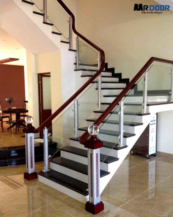 Cầu thang kính cường lực bao gồm 4 bộ phận chính